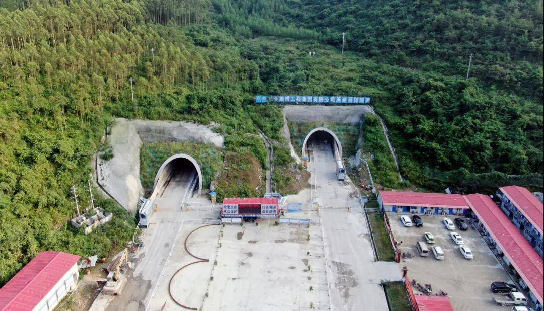 新柳南高速公路全线21座隧道全部贯通